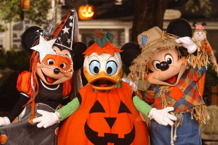 personagens no halloween da disney