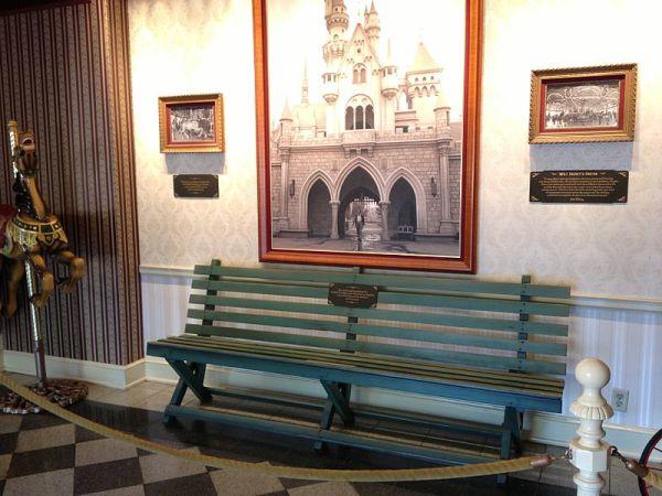 Banco do Griffith Park onde Walt Disney teve a idéia da Disneyland. Hoje está esposto na Disneyland