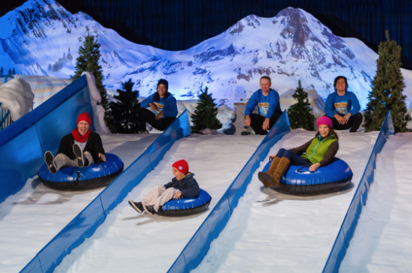 Snow Tube no Ice Gaylord Palms com Charlie Brown