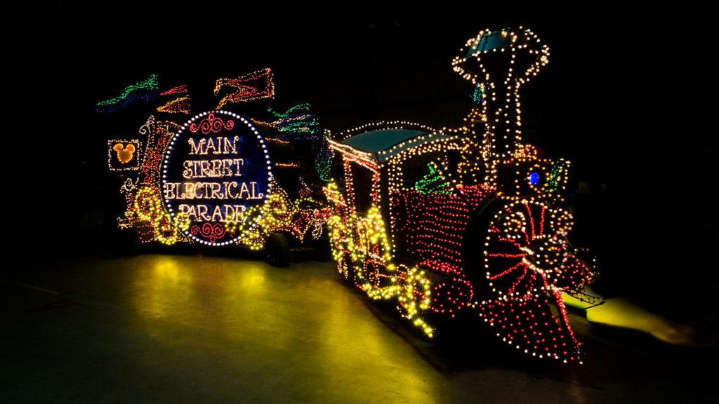 Main Street Electrical Parade volta à Disneyland California